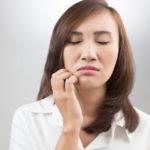 Schuppenflechte im Gesicht: Schmerzhaft und besonders belastend