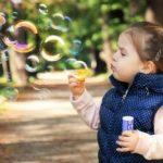 Psoriasis bei Heranwachsenden - eine Herausforderung für dein Kind, aber auch für dich