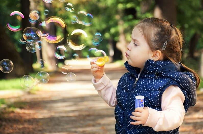 Psoriasis bei Heranwachsenden – eine Herausforderung für dein Kind, aber auch für dich