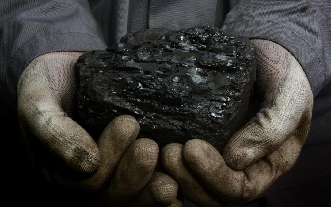 Steinkohlenteer: Zähflüssig, schwarz, übelriechend, giftig – und doch wirksam?