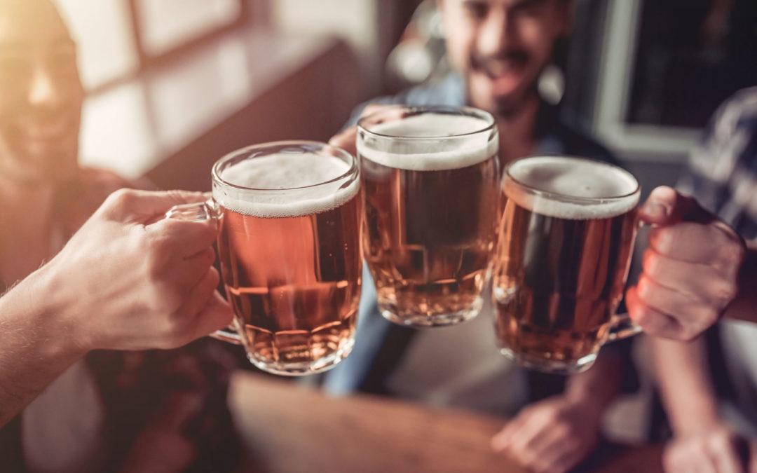 Alkohol: Wie erhöhter Alkoholkonsum Schuppenflechte beeinflusst